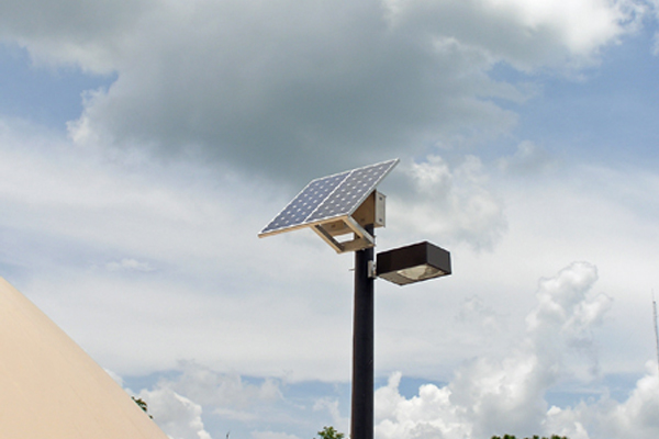 grid free solar powered outdoor parking lot lights