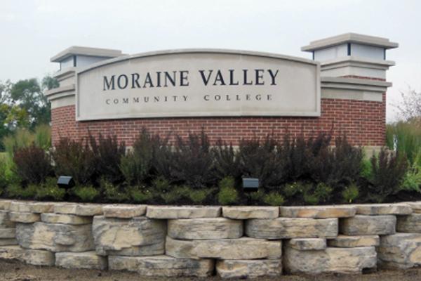Moraine-College-Solar Power Sign Light